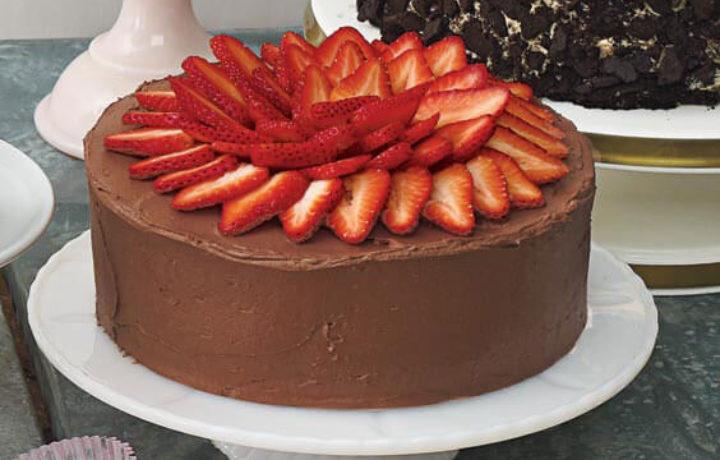 klubnika-ukrashaemyj-tort