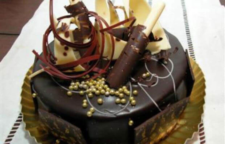 gramotnoe-oformlenie-torta-shokoladom