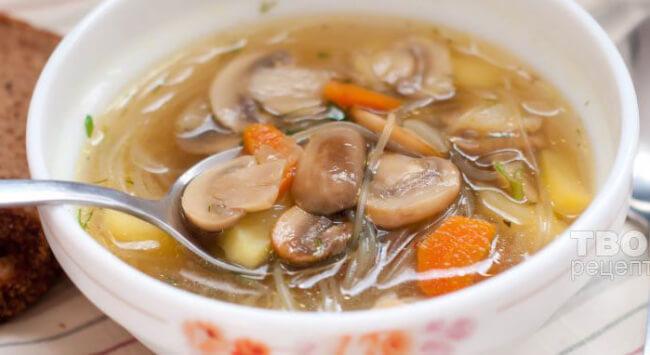 Суп с фунчозой и грибами