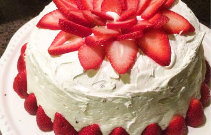 belkovo-klubnichniy-tort