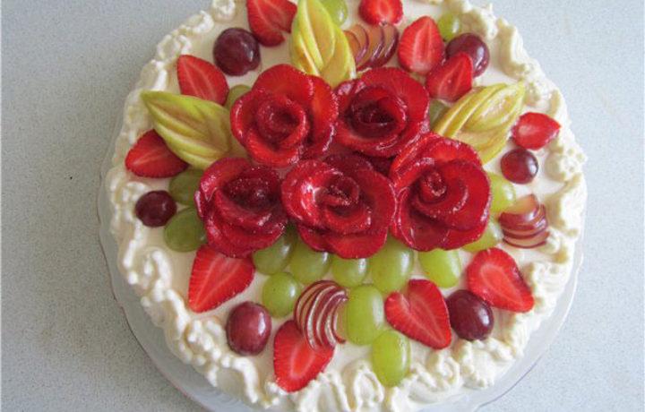karving-fruktov-na-tort
