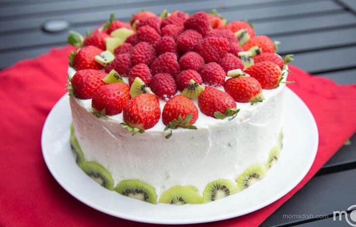 klubnichnoe-oformlenie-torta