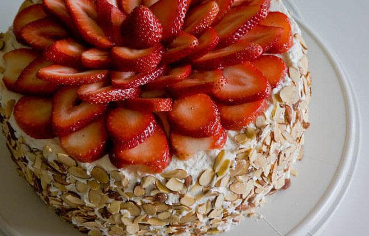 klubnika-dlya-ukrashenia-torta