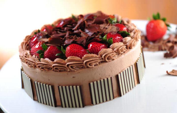 shokoladnyj-klubnichnyj-tort