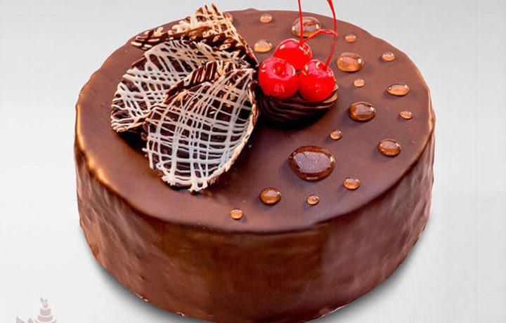 vkusnyj-shokoladno-vishnevyj-tort