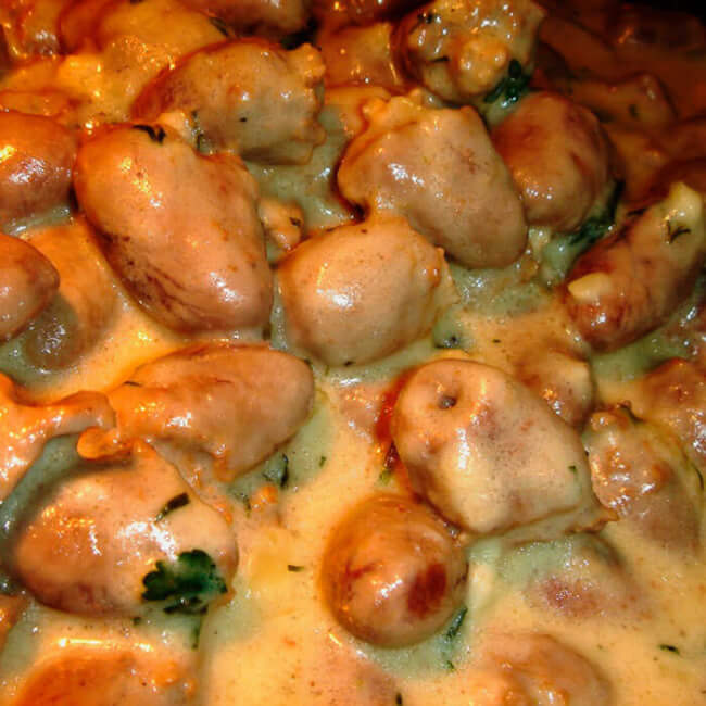 Куриные сердечки в сметанном соусе
